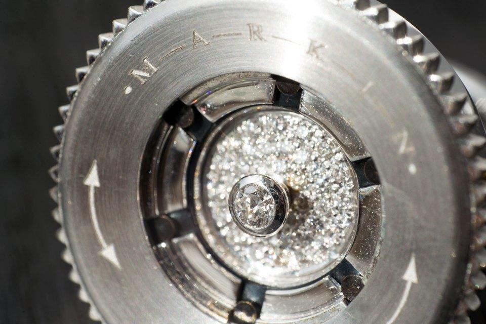 Кольцо «Диафрагма» из коллекции «Механика», 15 000 долларов. Изображение № 38.
