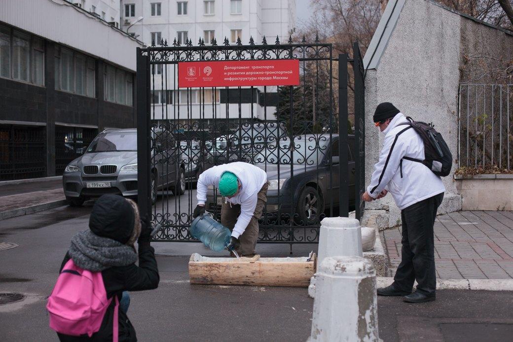 Как паркмен и боров пикетировали московский департамент транспорта. Изображение № 2.