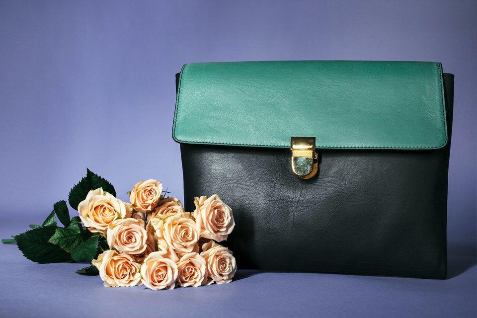 Яркие цветы и сумки. Изображение № 7.