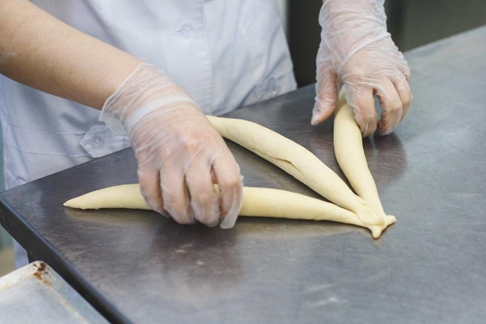 Производственный процесс: Как готовят кошерный хлеб. Изображение № 26.