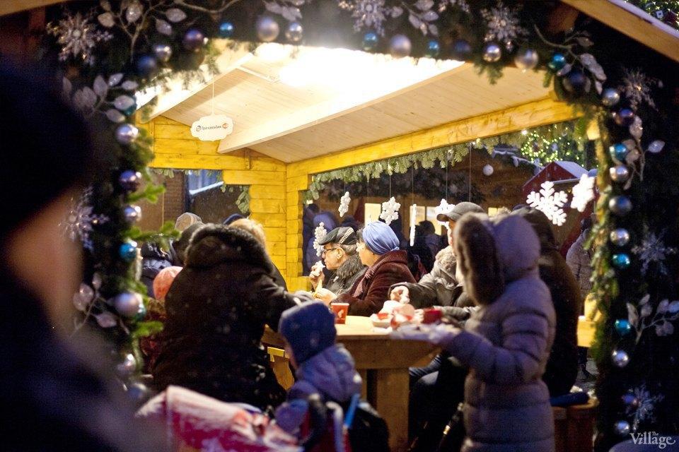 Фоторепортаж: Новогодние ярмарки в центре Москвы. Изображение № 20.