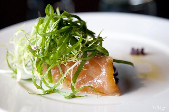 Маринованный лосось со свежим щавелем — 320 рублей. Изображение № 37.