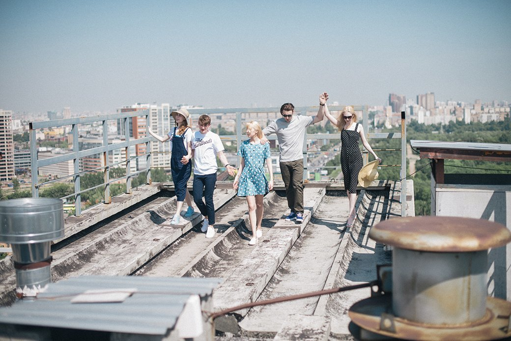 На уровне неба: 5 комплектов одежды для тёплых дней в Москве. Изображение № 3.