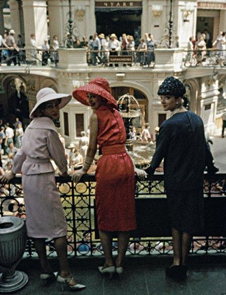 «Энциклопедия ГУМа»: Как вМоскву 1959 года привезли Christian Dior. Изображение № 2.