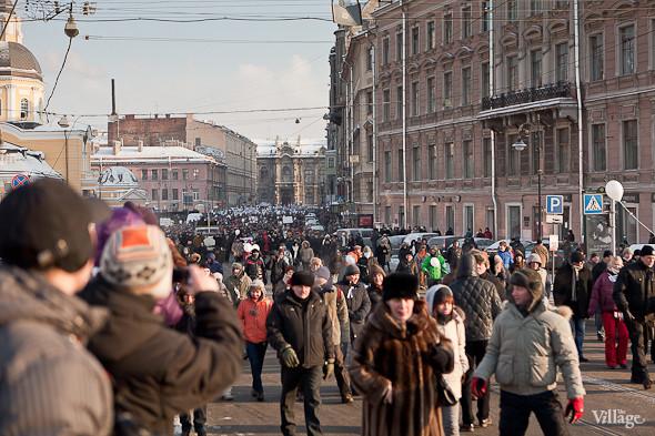 Фоторепортаж: Шествие за честные выборы в Петербурге. Изображение № 26.