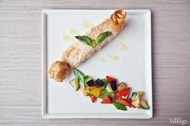 Лосось в тесте фило с овощами — 490 рублей. Изображение № 14.