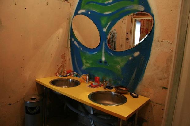 Хостел «Дом Off» закрывается и распродаёт мебель. Изображение № 3.