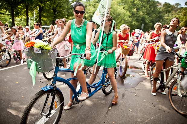 Люди в городе: Участницы парада «Леди на велосипеде». Изображение № 7.