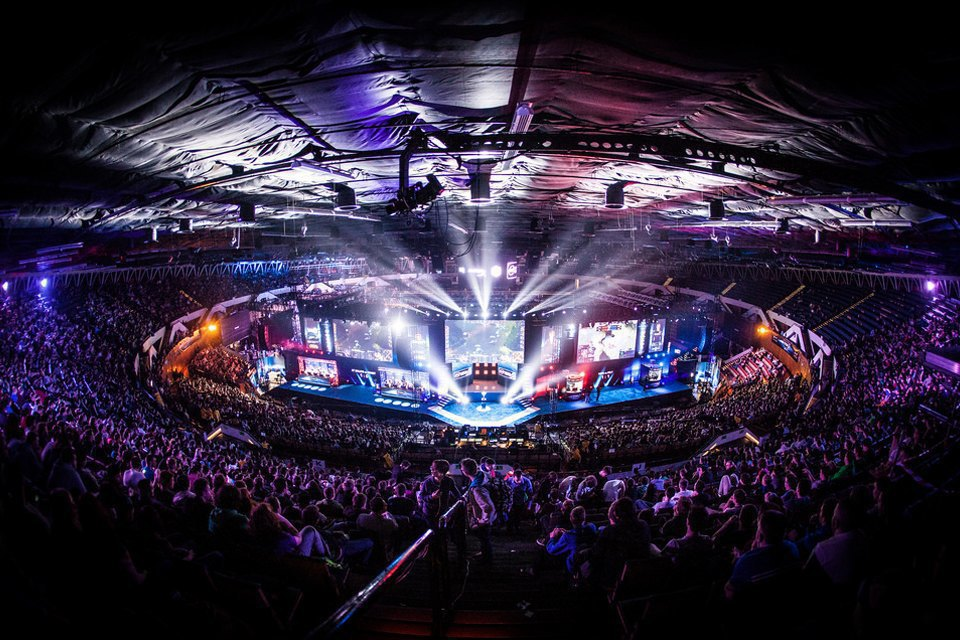 Финал IEM Katowice в Польше собрал 15 тысяч зрителей, за онлайн-трансляцией следило ещё 10 миллионов человек . Изображение № 2.