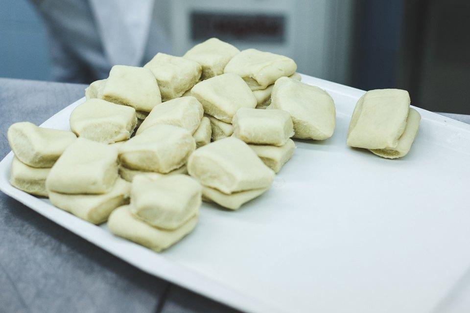 Производственный процесс: Как готовят кошерный хлеб. Изображение № 24.
