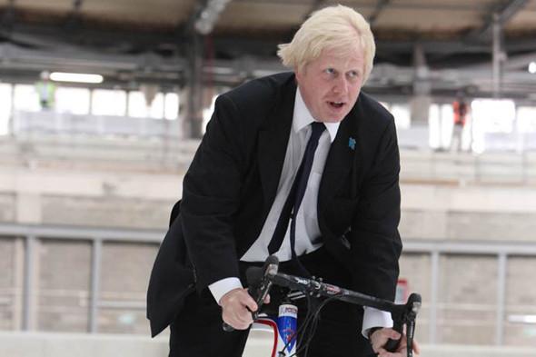 Мэр Лондона Борис Джонсон опробует велотрек.. Изображение № 11.