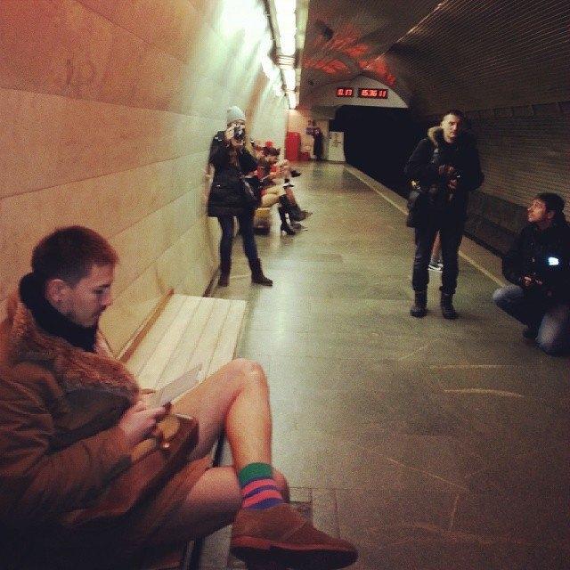 Флешмоб «В метро без штанов» в снимках Instagram. Изображение № 23.