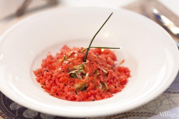 Салат из редиса и огурца с томатной гранитой — 230 рублей. Изображение № 18.