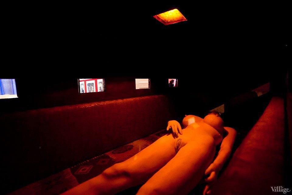 Люди в городе: Первые посетители музея эротики. Изображение № 21.
