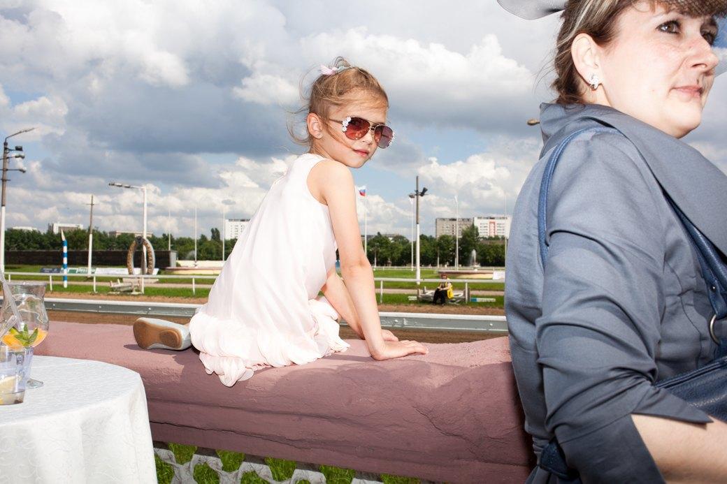 «Женщины затмили коней»:  Дамы иджентльмены намосковских скачках. Изображение № 30.