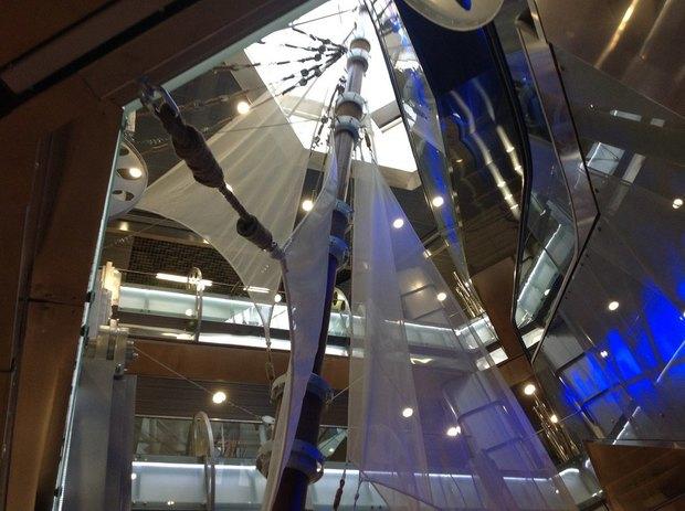 Над метро «Адмиралтейская» открылся торговый центр «Адмирал». Изображение № 1.
