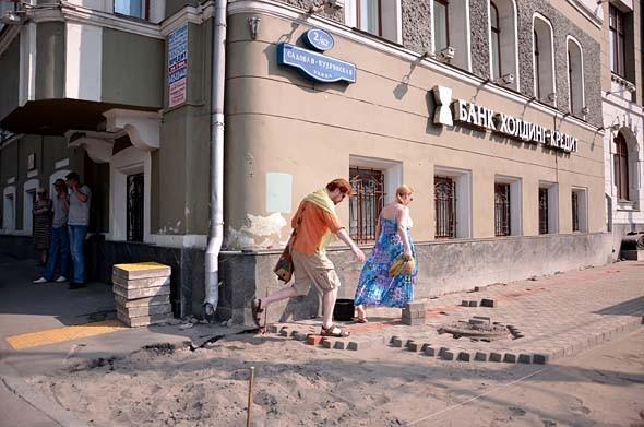 Свежая укладка: как асфальт меняют на плитку в Москве. Изображение № 24.