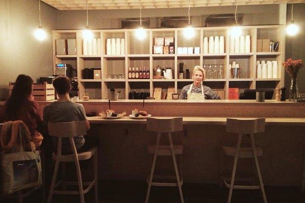 Меню Shake Shack, роллы с местной рыбой в «Свои люди», кафе Ламберти в Aizel. Изображение № 18.