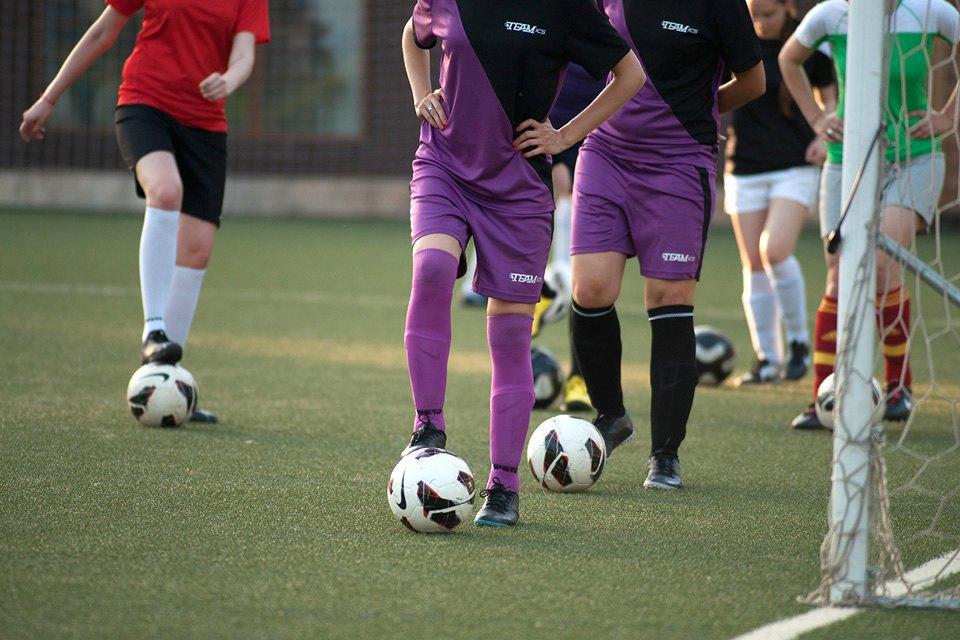 Футболистки в Таганском парке. Изображение № 4.