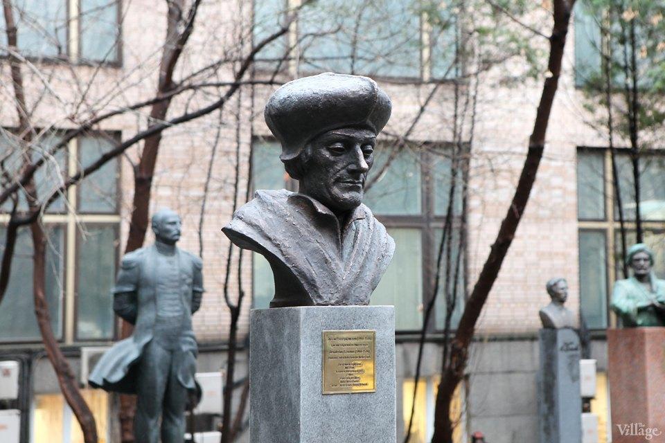 Фоторепортаж: Памятник Эразму Роттердамскому вМоскве. Изображение № 2.