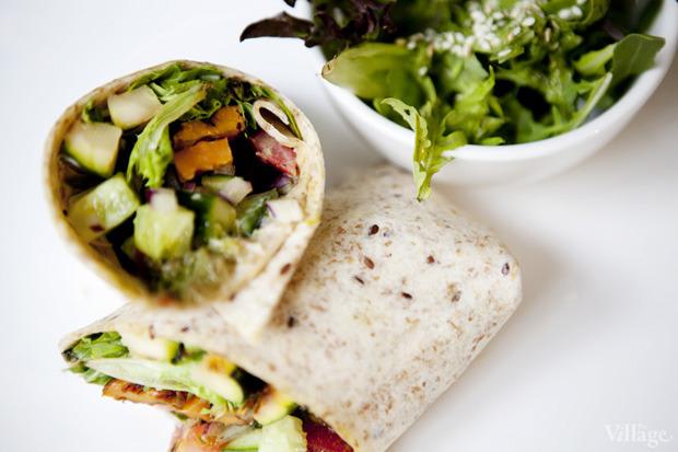 Буритто с песто и овощами гриль— сэндвич--ролл —400 рублей . Изображение № 54.