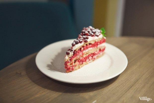 Пряный торт с брусничным муссом — 140 рублей. Изображение № 16.