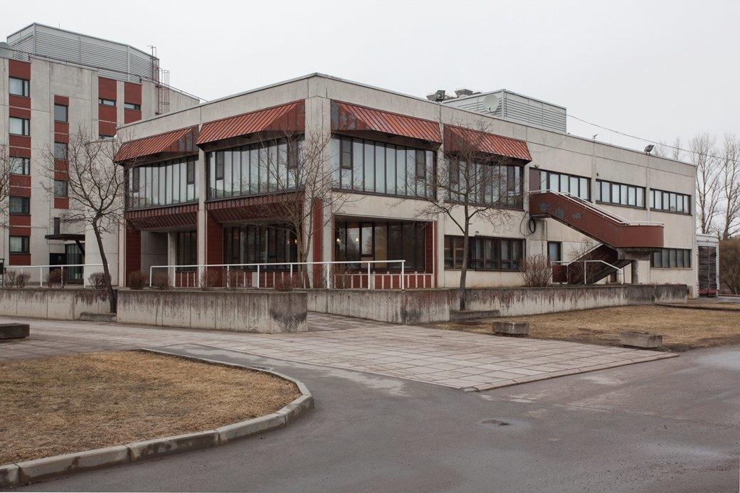 Гостиница «Светогорск» ЗАО «Интернешнл Пейпер» — и здание ресторана при ней. Местные жители могут попасть в него только по предварительной договорённости. Изображение № 12.