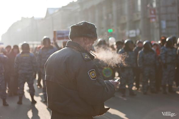 Фоторепортаж: Шествие за честные выборы в Петербурге. Изображение № 17.
