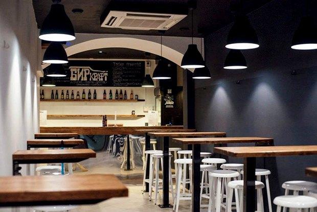 Бар скрафтовым пивом «Биркрафт», четвёртый винный бар «Хлеб ивино», лапшичная RoniBox. Изображение № 1.