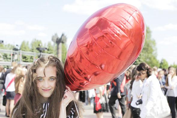 Фоторепортаж: «Последний звонок» в Москве. Изображение № 22.