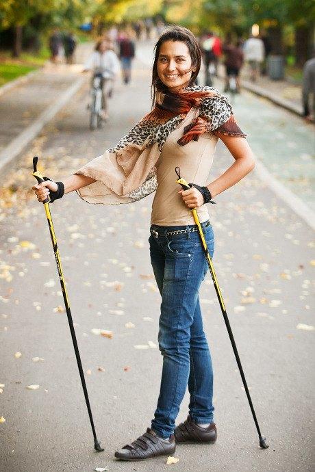 Люди в городе: Кто занимается скандинавской ходьбой. Изображение № 16.