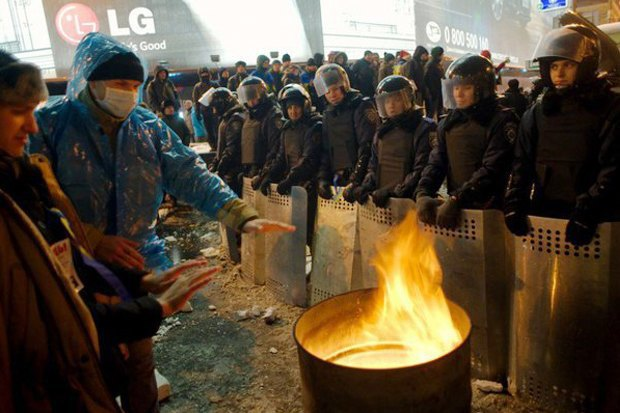 Работа со вспышкой: Фотографы — о съёмке на «Евромайдане». Изображение № 28.