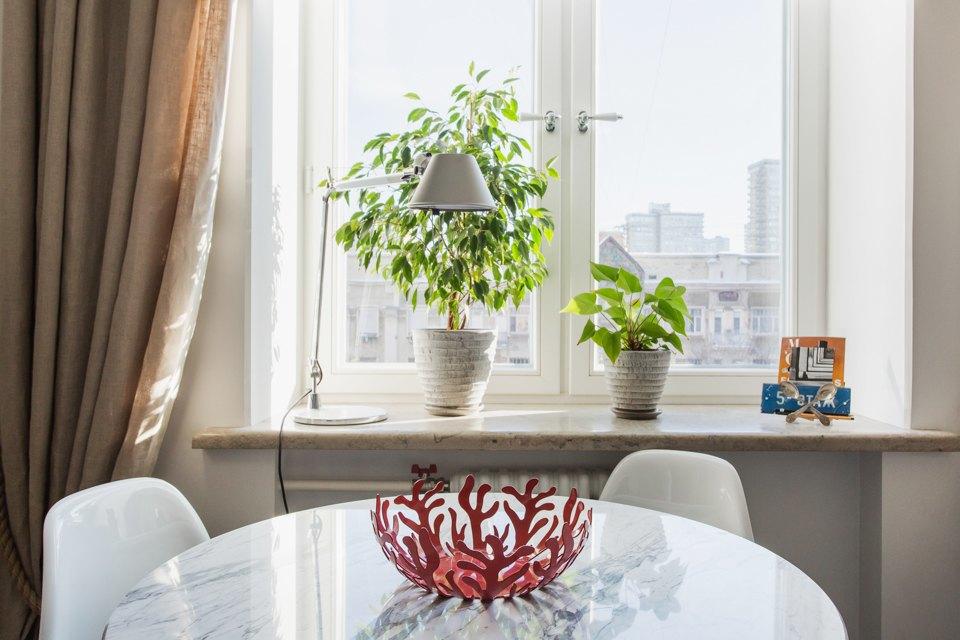 Светлая квартира архитектора всталинском доме. Изображение № 4.