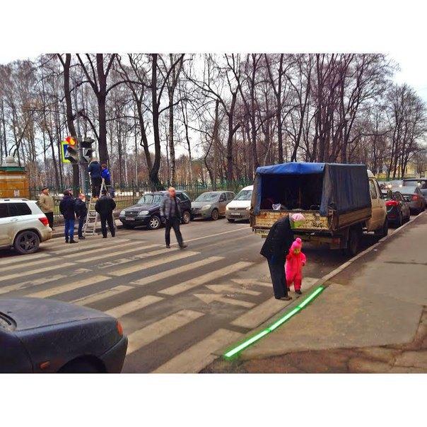 Пешеходный переход у Таврического сада оборудовали светодиодными ограничителями. Изображение № 1.