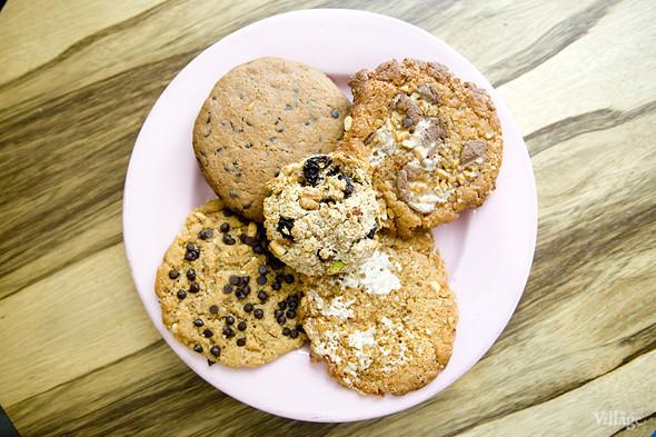 Домашнее арахисовое печенье с шоколадом, зефиром, Snickers — 120 рублей. Изображение № 31.