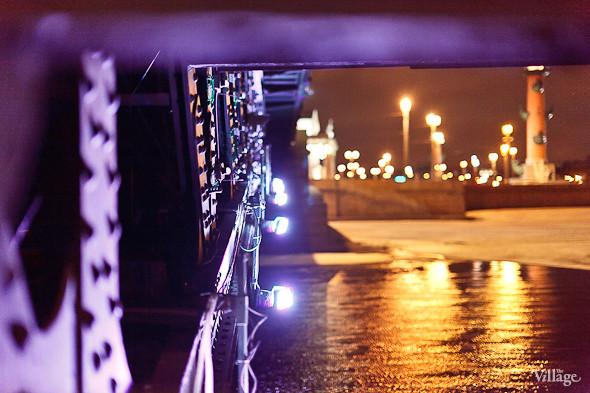 Фоторепортаж: Как разводят Дворцовый мост. Изображение № 26.