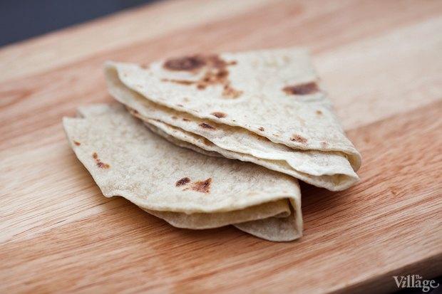 Рецепты шефов: Красный хумус, бабагануш, долма ипшеничные лепешки. Изображение № 12.