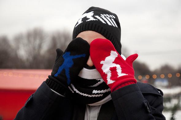 Все повязаны: Шапки, варежки, шарфы на катке. Изображение № 18.