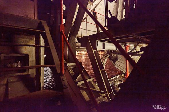 Фоторепортаж: Как разводят Дворцовый мост. Изображение № 35.