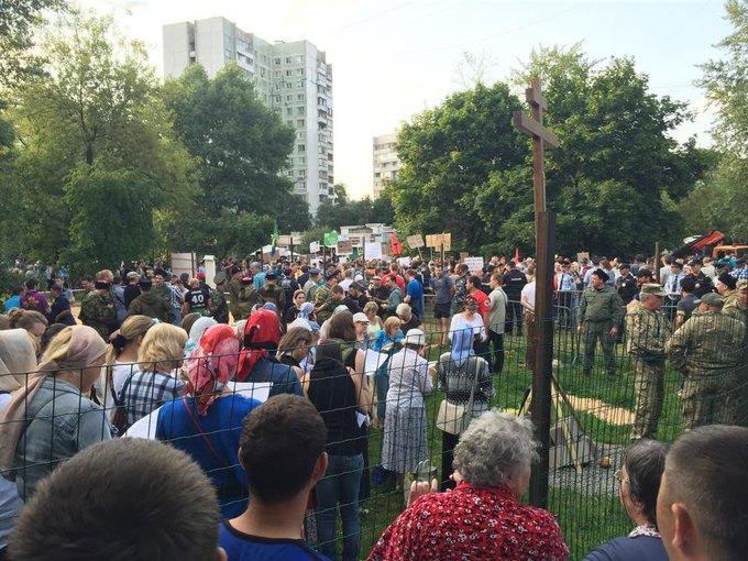 В парке «Торфянка» начался митинг против строительства храма. Изображение № 4.