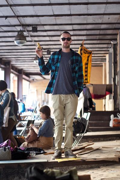 Фоторепортаж: Люди, покупки и опасные отходы на Garage Sale. Изображение № 42.
