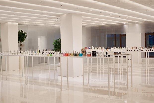 В AuPontRouge открылся этаж Cosmotheca сминималистическим дизайном иконвейером. Изображение № 2.