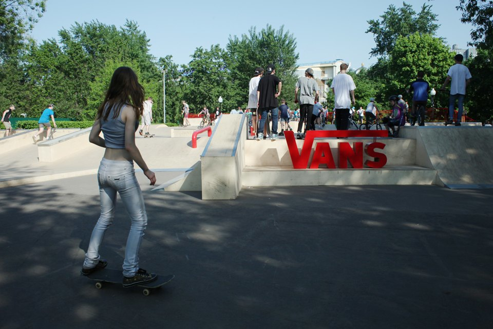 Как выглядит парк Горького в выходной день. Изображение № 15.
