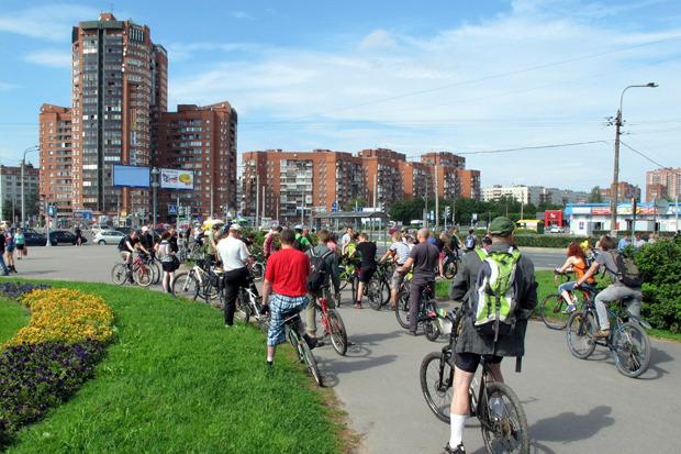 Велодорожку на Луначарского оккупировали 200 велосипедистов. Изображение № 1.
