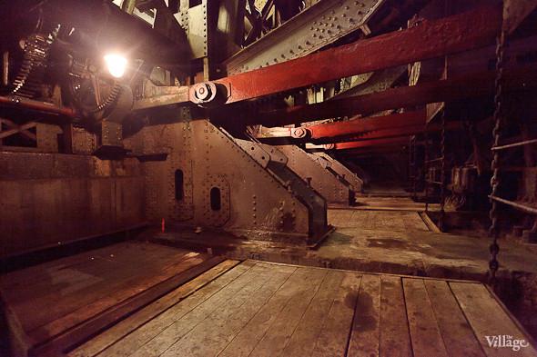 Фоторепортаж: Как разводят Дворцовый мост. Изображение № 14.