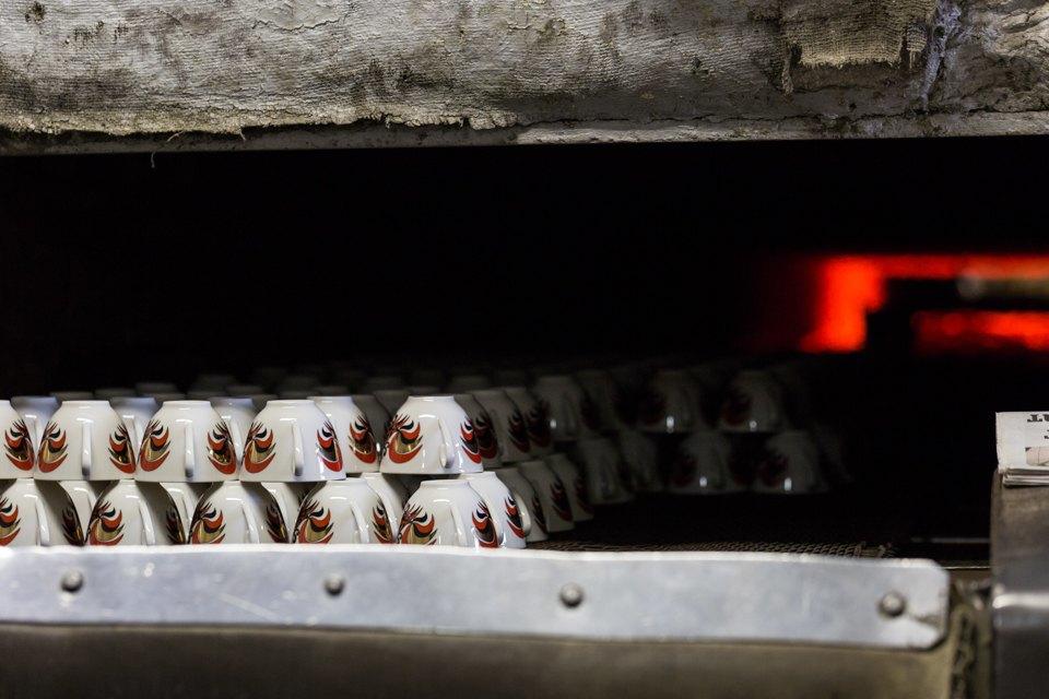 Как делают сервизы истатуэтки наИмператорском фарфоровом заводе. Изображение № 21.