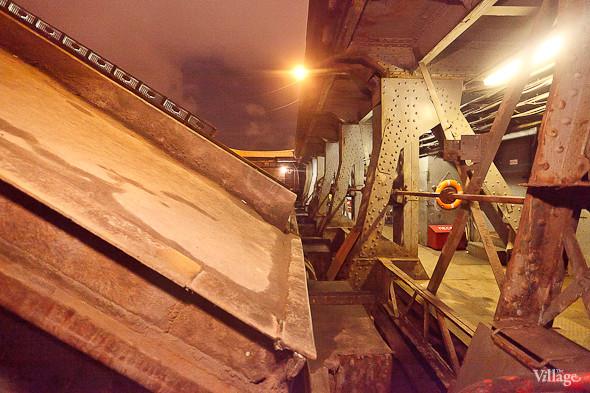 Фоторепортаж: Как разводят Дворцовый мост. Изображение № 28.