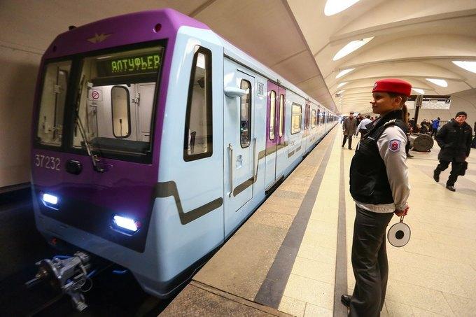В метро запустили первый поезд сосквозным проходом между вагонами. Изображение № 2.
