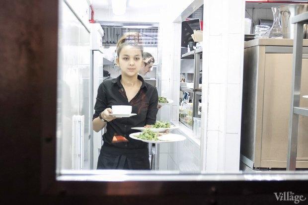Эксперимент: Сколько проходят официанты за смену. Изображение № 15.
