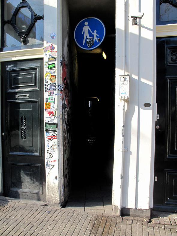 """так выглядит """"вход"""" в самый старый квартал города. Изображение № 13."""
